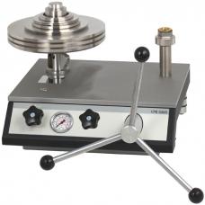 Пневматический грузопоршневой манометр CPB5000 (погрешность измерения 0,008-0,015%).